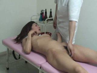 Jong vrouw overspel met massager video-