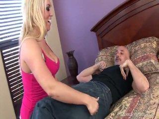 Velký titty blondýnka med gives grandad honění