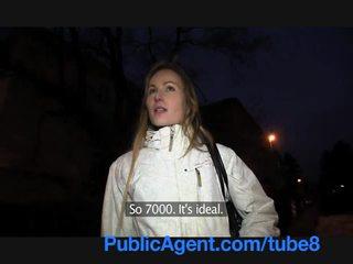 Publicagent dun blondine is een wild nymfomane in de slaapkamer