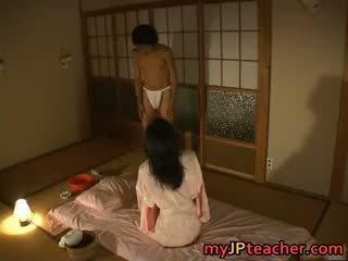 Vroče japonsko učitelj enjoys fukanje part4