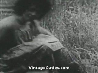 Chica con grande tetas y peluda perra follada en campo