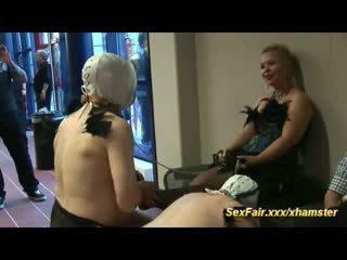 Blondinka loves doing live shows
