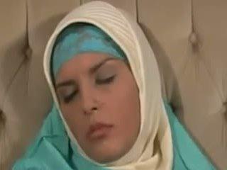 Horney arab 女の子