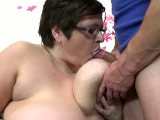 Big Mature Mom Suck and Fuck Young Luc...