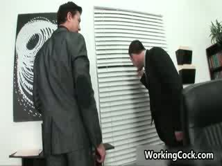 Seth roberts neuken en zuigen op kantoor 3 door workingcock