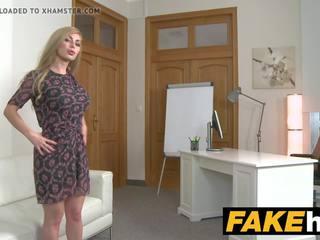 Fake agent karstās blondīne liels bumbulīši krievi gets a sejas masāža mov