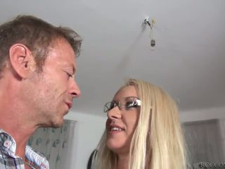 Rocco siffredi destroys dora egy pipe és övé mighty pocket rocket