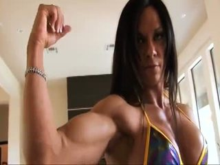 Perfeita fitness muscle mulher flexing dela forte ripped biceps