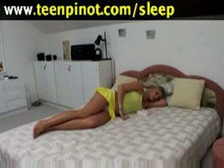 Білявка краля трахкав в той час як сплячий в a готель кімната