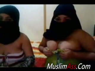 Niqab Housewives With Fat Tits On Webcam