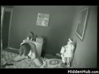 Mère surprit masturbation par une caché camera