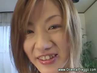 เอเชีย ผู้หญิงสวย เป็น getting extremely มีอารมณ์