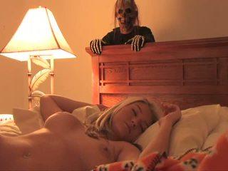 Halloween bonus terangsang menarik seksi remaja penuh video