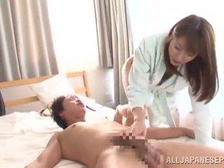 Yuma asami touches a палиця і has еякулят onto її приголомшлива chest