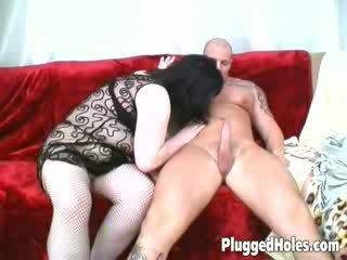 Liels zīle sieviete uz seksuālā melnas zeķe gets viņai saldas vāvere iedīdītas līdz a uzbudinātas guy