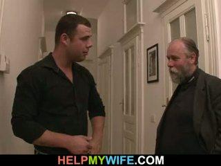 Desperate echtgenoot pays een dekhengst naar neuken zijn vrouw