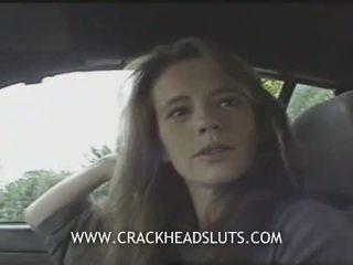 Insane crackhead publisks minēts uz a automašīna