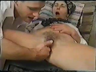 Grannies neuken en fist