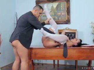 Antonio punishes wild devil bij de huwelijk