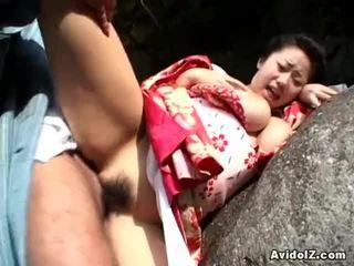 Chichihime en haar memmen binnenin bizar verkleedpartij open lucht neuken