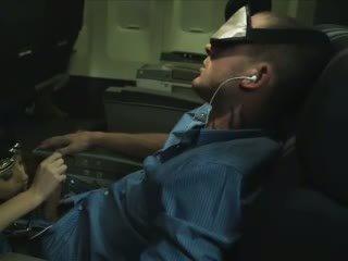 Verbazingwekkend stewardess zuigen slapen passenger