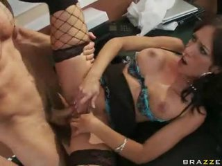 Kantoor meisjes in hoog hakken having seks bij werk