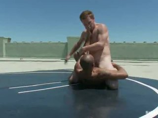 Rooftop เซ็กส์ระหว่างคนต่างสีผิว wrestle