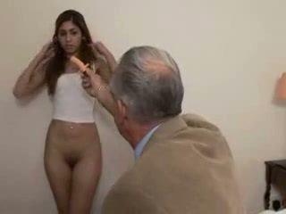 Grand-père fucks ado fille