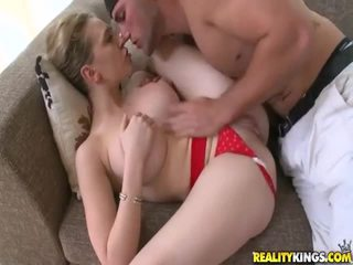 Genç islak gömlek ile seksi vücut
