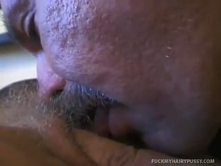 Flat titty sexy blondine geneukt in harig vastgrijpen
