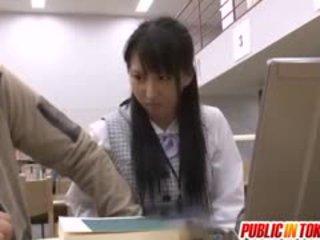 Japānieši hottie uz skola uniforma getting daži suņveidīgi