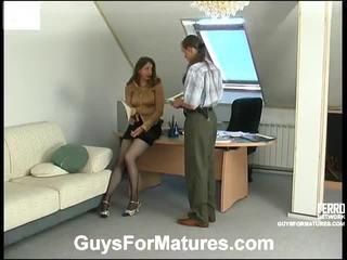 Seksi guys untuk jatuh tempo video starring laura, marcus, penelope