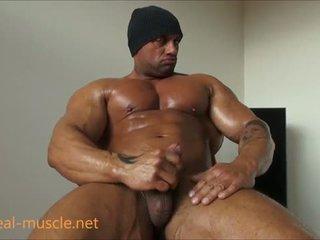 হিজড়া bodybuilder masturbates