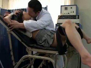 Aluna misused por gynecologist 2