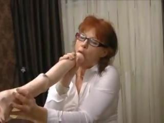 Възрастни секретар prolapses от голям брутален анално дилдо