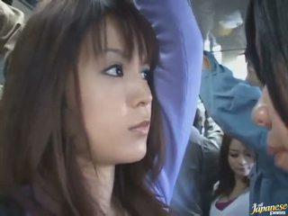 掀裙 射击 的 一 可爱 中国的 在 一 crowded 总线