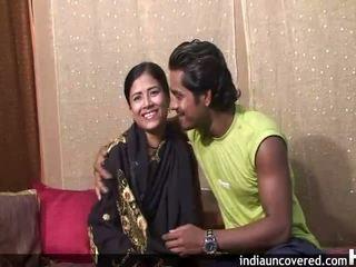 Pirmais sekss par camera par pievilcīgas indieši un viņai hubby