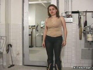 Sodīt a karstās vergs meitene