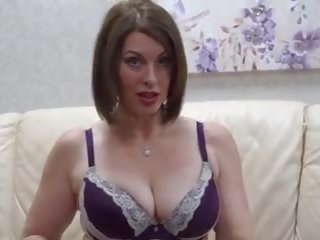 Adembenemend rijpere moeder feeding haar harig poesje: hd porno d0