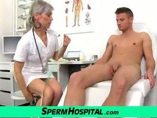 Ein junge wichse auf titten von heiß schlank milf doktor beate