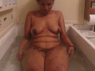Warga india amatur babe lily panas mandi