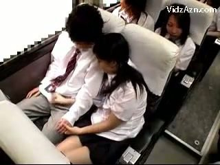 Школярка дрочіння від guys пеніс на the schools автобус поїздка