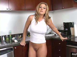 Super sexy avy gets nailed em o cozinha