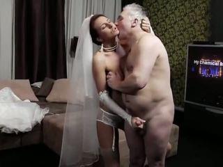 Naughty-hotties.net - vecs vīrietis un a jauns līgava - porno video 661