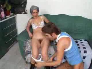 Grootmoeder neuken vriend zoon video-
