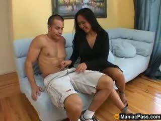 Azijke mama seduces vroče gardener