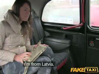 Гаряча gal від latvia трахкав в the cab