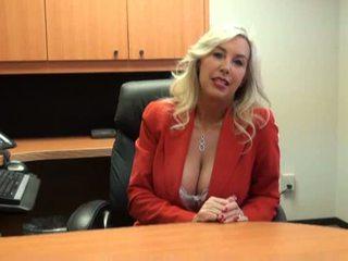 Nxehtë vogëlushe fucked në punë intervistë video