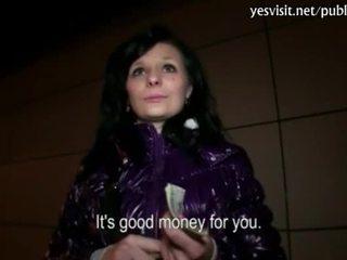 Schattig tsjechisch meisje maja banged voor geld