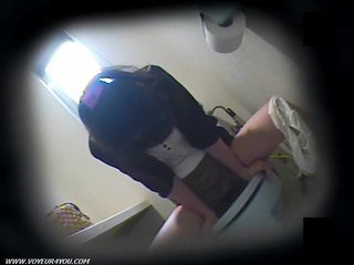 Toilet masturbation op verborgen camera